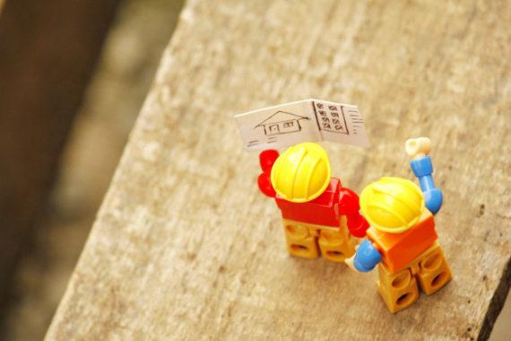 leggi-le-istruzioni-dei-piani-di-costruzione_23628-13